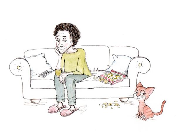 Mann sitzt grübelnd auf einem Sofa